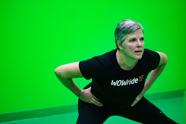 Woman doing a side lunge in a 3D motion capture room
